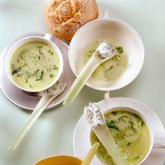 Kopfsalatsuppe mit Bärlauch-Frischkäse