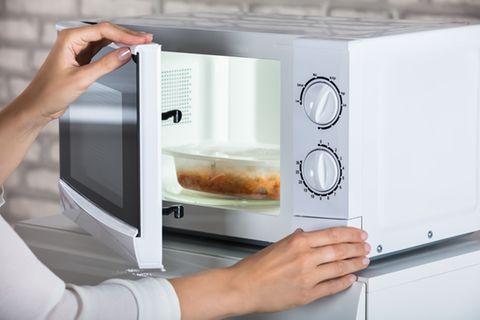 Fehler, die du bei der Benutzung einer Mikrowelle vermeiden solltest