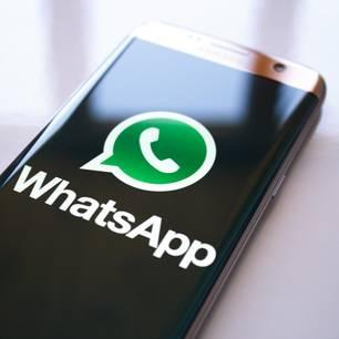 WhatsApp-Logo auf Handy
