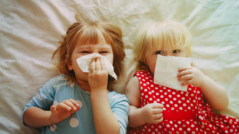 Richtig Nase putzen: 4 Tipps, wie es Dein Kind garantiert lernt