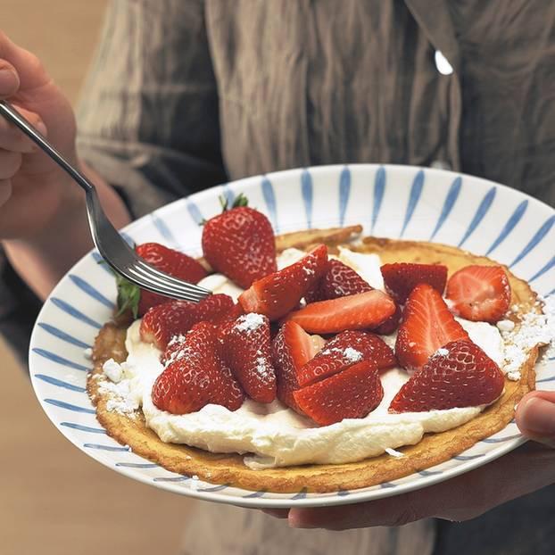 Pfannkuchen mit Erdbeeren und Schlagsahne
