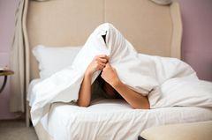 Besser einschlafen: Frau kann nicht schlafen
