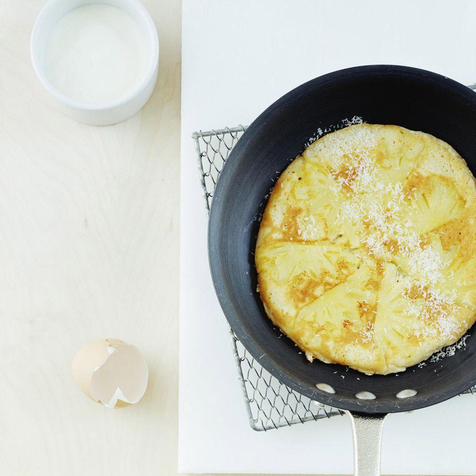 Ananaspfannkuchen mit Kokosraspeln