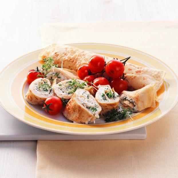 Kräutercrêpes mit Tomaten