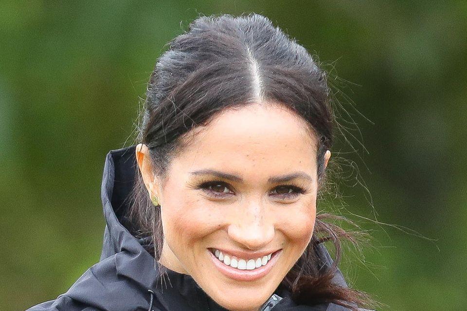 Herzogin Meghan mit grauen Haaren
