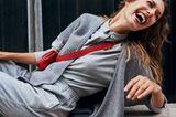 Green City Looks: Wir tragen Verantwortung - Frau in grauem Outfit