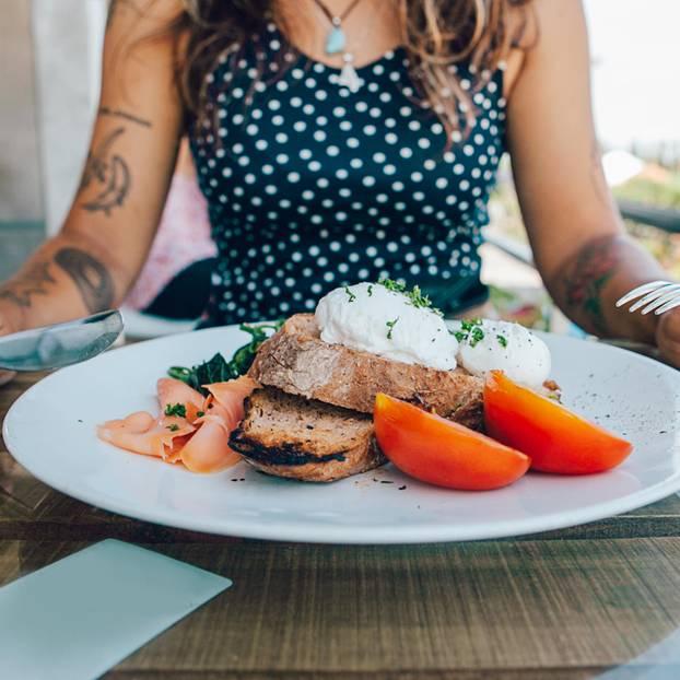 Makronährstoffe: Teller mit leckerem Essen
