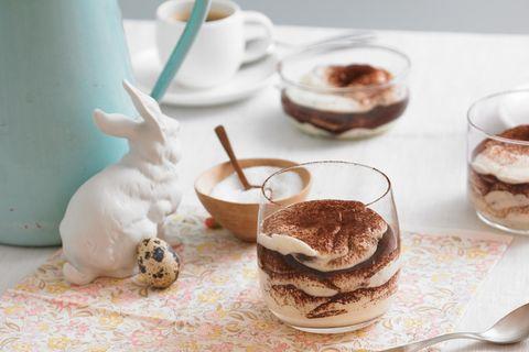 Stracciatella-Creme mit Schoko-Eiern