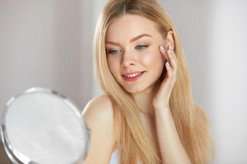 60-Sekunden-Regel: Frau mit strahlender Haut