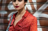 Frisuren für ein rundes Gesicht: Frau mit Hochsteckfrisur