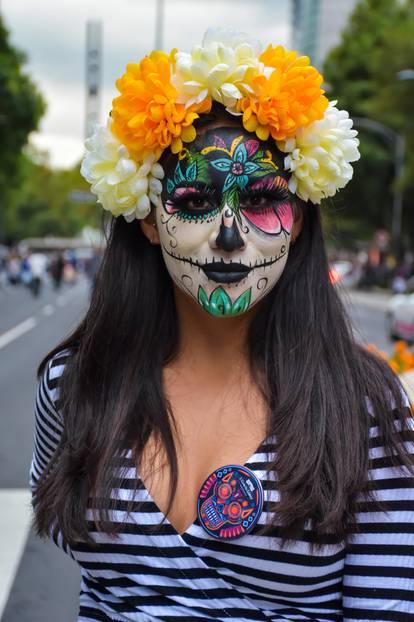 Die schönsten Karnevalskostüme: Frau mit Sugar-Skull-Kostüm