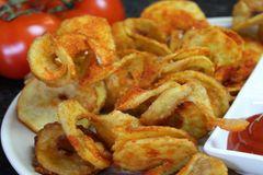 Curly Fries auf einem Teller