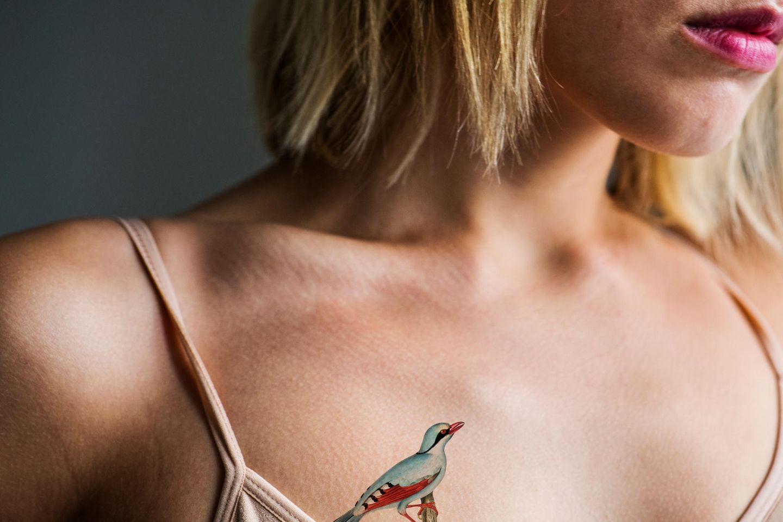 Tattoo motive frau brust