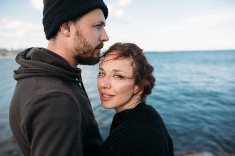 Was wollen Männer mehr als Sex? Ein Pärchen am Meer