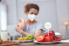 Kreuzallergie: Frau bekommt Ausschlag von Lebensmitteln