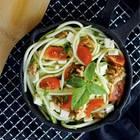 Zucchininudeln mit Ziegenkäse und Walnüssen