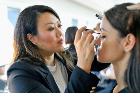 Dieser Beauty-Trend steht jedem: Grace Lee schminkt ein Model
