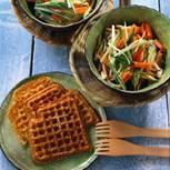 Möhren-Zucchinisalat mit Sesamwaffeln