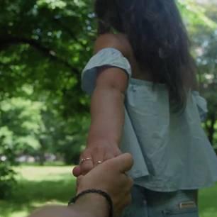 Frau verliebt sich unwissentlich in ihren Spender