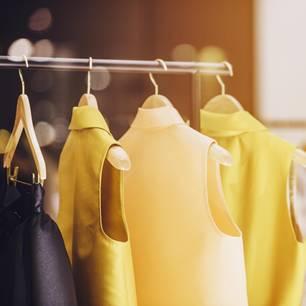 BRIGITTExLanius: Kleidung an der Stange