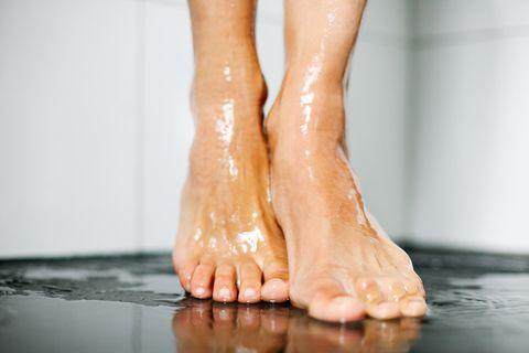 Experte warnt: Unter der Dusche zu pinkeln, kann gefährlich sein!
