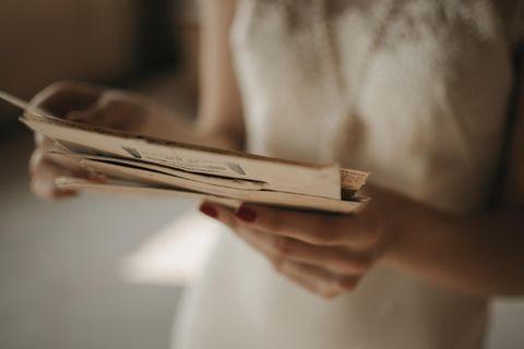 Frau mit Brief