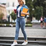 Figurberatung Jeans: Frau Jeans zierlich kurze Beine