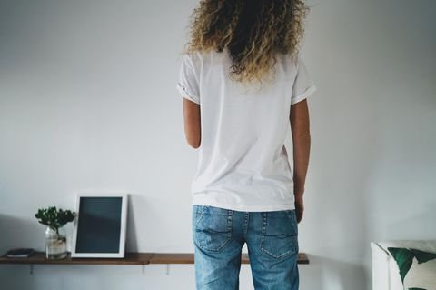 Figurberatung Jeans: Frau wenig Taille und flacher Po