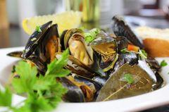 Muscheln in Gemüse-Weißwein-Soße