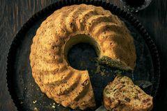 Herzhafte Kuchen: Möhren-Speck-Gugelhupf