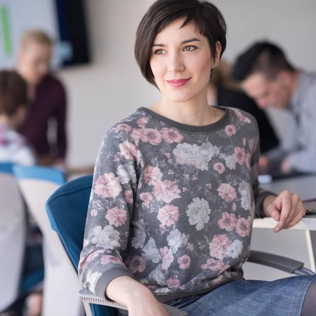 Selbstmarketing: von sich überzeugte Frau