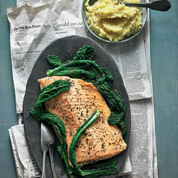 Lachsfilet mit Schwarzkohl & Pastinaken-Kartoffel-Püree