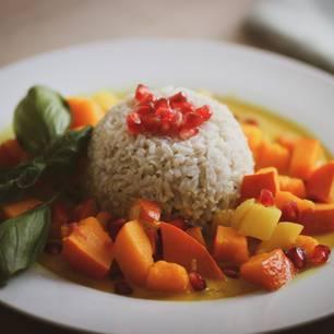 Kürbis-Mango-Curry mit Reis