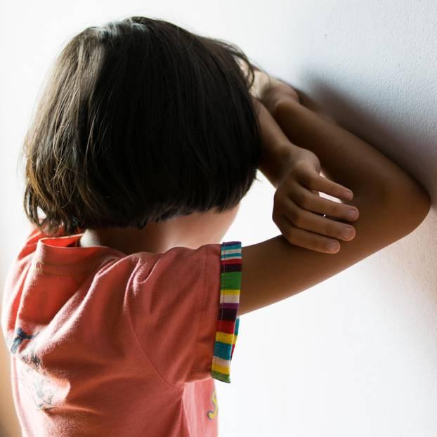 Mobbing: Lehrerin schneidet sich für Schülerin (5) die Haare ab