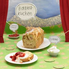 Babka-Kuchen mit Erdbeerkompott
