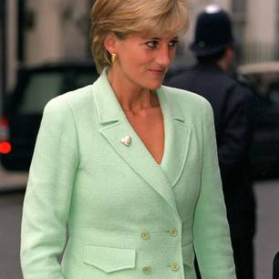 Lady Diana in einem Chanel-Kostüm