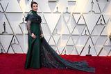 Ohne die drapierte Chiffon-Stola wäre das Kleid vonOlivia Coleman vielleicht zu retten gewesen. Immerhin: Den Oscar als beste Hauptdarstellerin heimste sie ein.