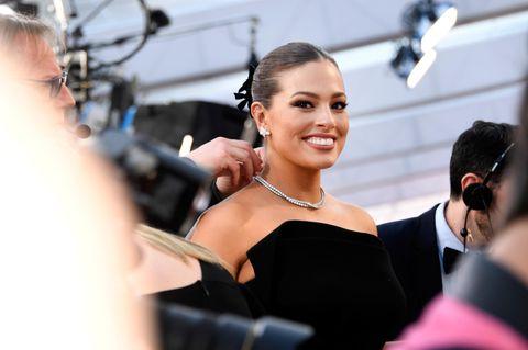 Trendfrisur der Oscars 2019: Ashley Graham mit Dutt