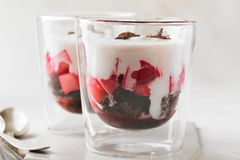 Rhabarber-Brownie-Dessert