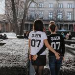 Absurde Dinge, die Lesben zu hören bekommen: Ein lesbisches Pärchen von hinten