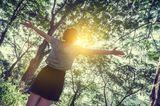 Kraftquellen der Redaktion: Eine Frau im Wald