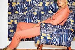 Bunte Hosenanzüge: Erdbeerfarbener Anzug