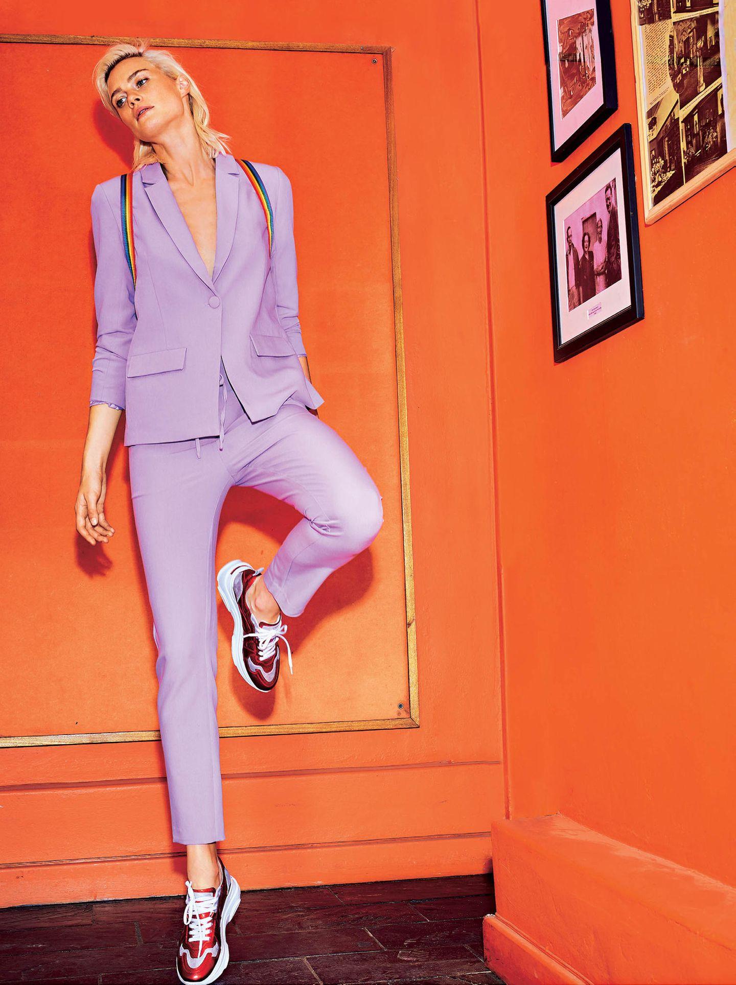 Bunte Hosenanzüge: Anzug in der Farbe flieder