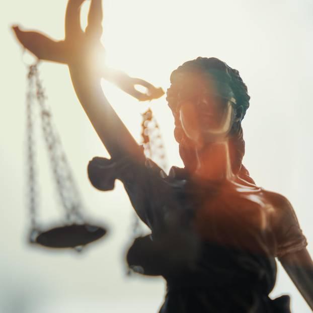 Starke Gesetze: Statue mit Waage