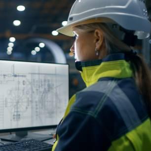 Mehr Frauen in Naturwissenschaften und Technik: Frau in MINT-Beruf