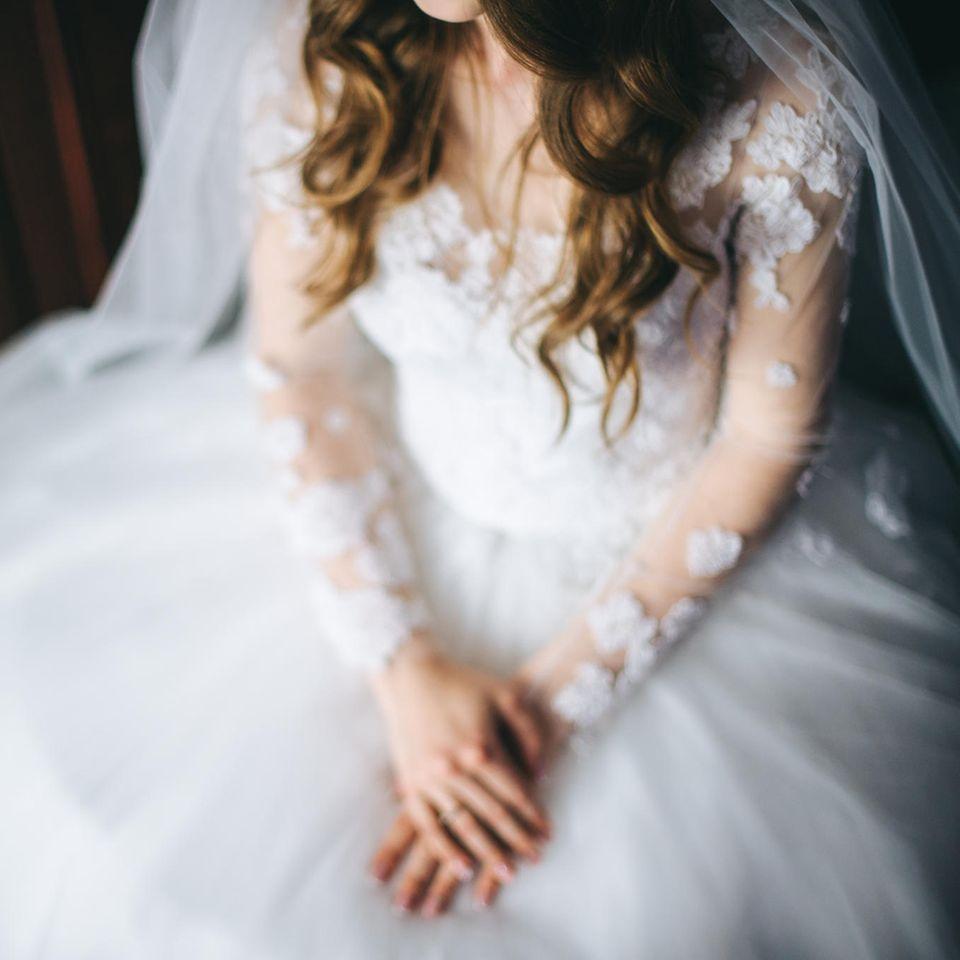 Brautkleid: Frau im Hochzeitskleid