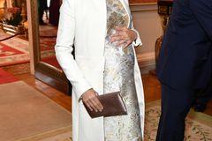 Herzogin Meghan im weißen Mantel