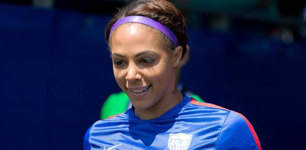 USA: Profi-Fußballerin Sydney Leroux spielt trotz Schwangerschaft