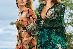Links: Georgette-Kleid mit hoher Taille: Hallhuber, ca. 170 Euro. Rechts: Tropic-Kleid aus Mikrofaser mit Ballonärmeln: Marc Cain, ca. 500 Euro