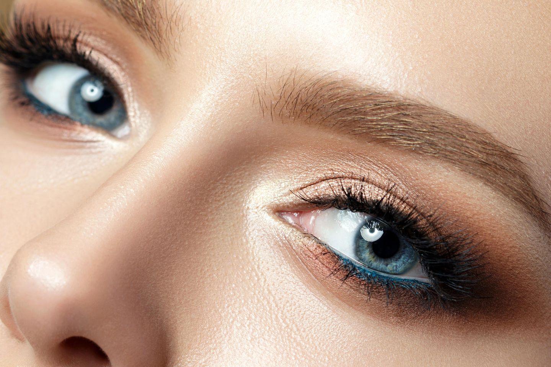 Blaue Augen schminken: Blaue Augen geschminkt in Bronzetöne